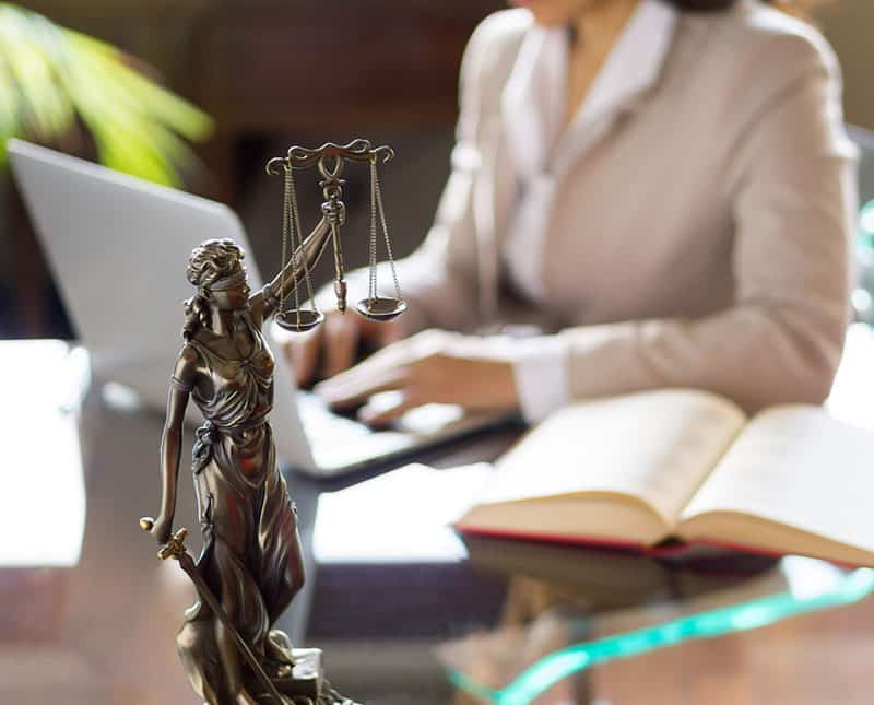For Lawyers: Increase Your Clients Using a Live Chat App on Your Website